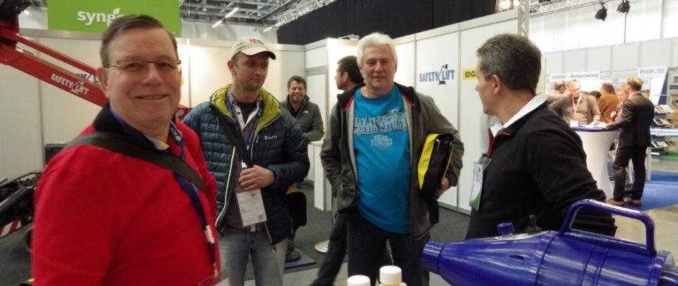 Im Gespräch mit Kunden Stand von Sharda - Pest Protect 2016 Stuttgart